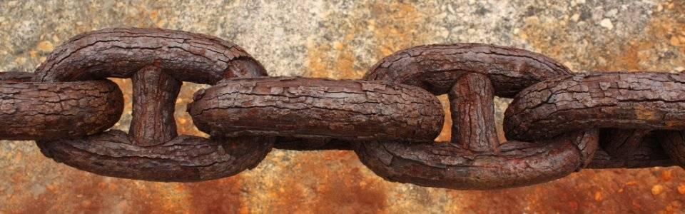 rusty chains by Calsidyrose on Flickr 960 300 70pc